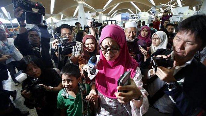 Mỗi gia đình hành khách MH17 sẽ được MAS bồi thường 5.000 USD. Ảnh: Reuters