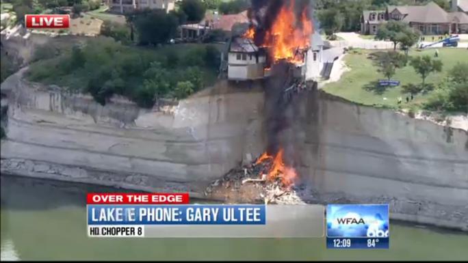 Ngôi nhà đã bị đốt cháy thành tro bụi. Ảnh: WFAA