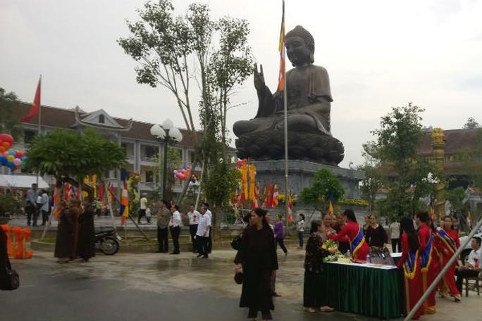 Đây là đại tượng Phật lớn nhất Đông Nam Á, cao 14,76 m, nặng 150 tấn