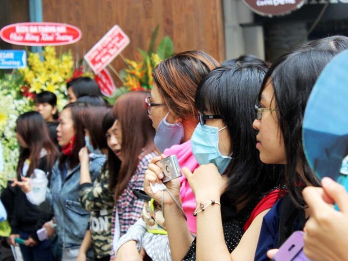 Buổi lễ khai trương và họp báo với sự có mặt của diễn viên Lee Jong Suk diễn ra lúc 13 giờ cùng ngày.