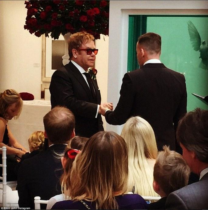 Elton John và David Furnish trao lời thề nguyền