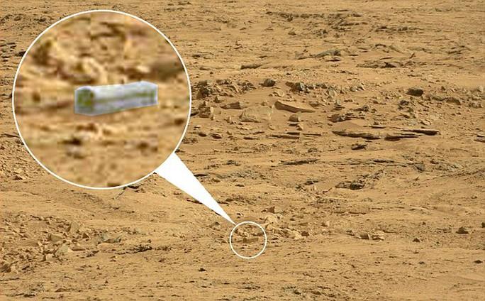 Tảng đá có hình thù giống quan tài trên sao Hỏa
