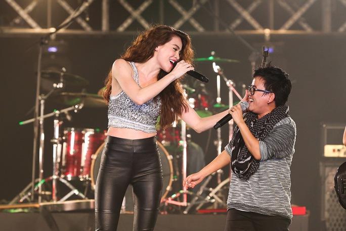 Hồ Ngọc Hà đa sắc trong liveshow kỷ niệm 10 năm ca hát