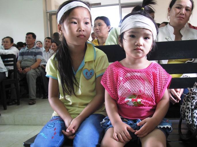 Lần đầu tiên trong phiên tòa này, 2 con anh Ngô Thanh Kiều là Ngô Thị Thanh Thảo và Ngô Thị Kim Oanh được cho phép vào dự phiên tòa