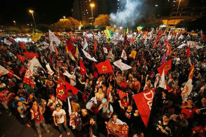 Bà Dilma Rousseff tái đắc cử tổng thống Brazil