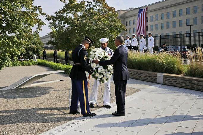 Ông Obama bày tỏ lời chia buồn với gia đình các nạn nhân, đồng thời ca ngợi sự mạnh mẽ và sức chịu đựng của họ. Ảnh: AP