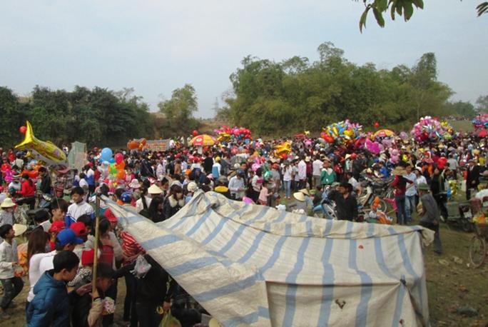 Chợ Chuộng chỉ họp duy nhất 1 phiên trong năm vào sáng ngày 6 Tết nguyên đán.
