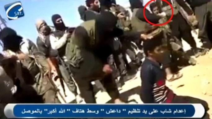 Trẻ em Iraq cầm súng, xem hành quyết tù binh
