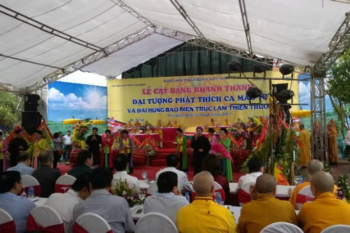 Khu vực lễ đài diễn ra nghi thức cắt băng khánh thành Đại tượng Phật