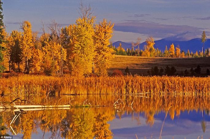 Hồ Chinook gần bang Montana - Mỹ.
