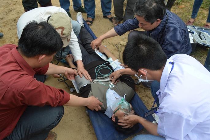 Một số hình ảnh về công tác cứu hộ vụ sập hầm thủy điện