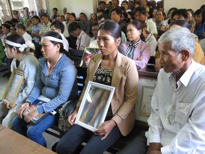 Gia đình nạn nhân Ngô Thanh Kiều tại phiên toà sơ thẩm.