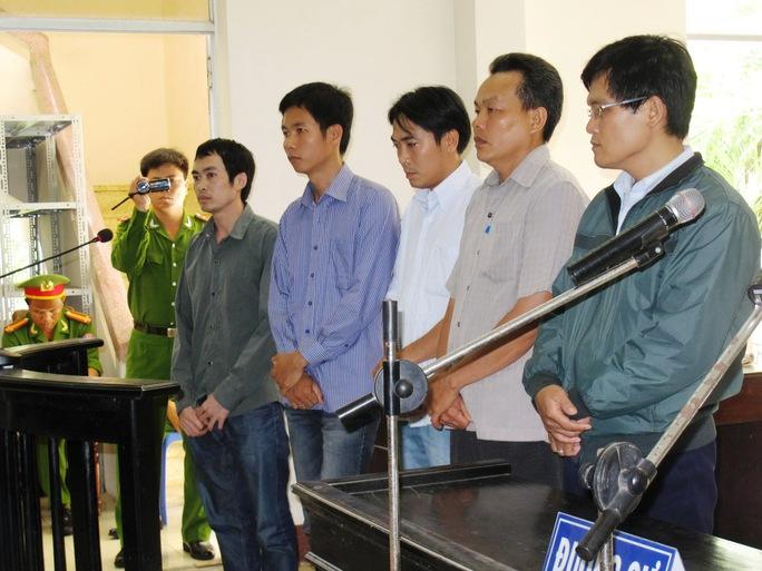5 bị cáo nguyên là sĩ quan công an bị cho là dùng nhục hình đánh chết nghi can Ngô Thanh Kiều