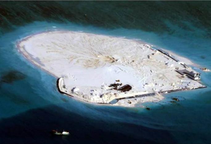 Hình ảnh Trung Quốc cải tạo bãi Gạc Ma. Ảnh: Inquirer