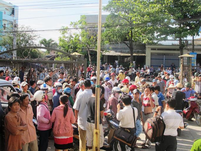 Nhiều người dân phản đối với mức án do tòa phán quyết