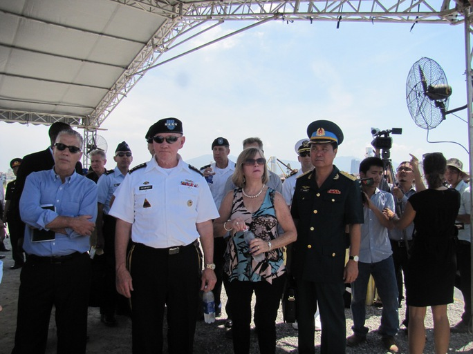 Đại tướng Martin Dempsey, Chủ tịch Hội đồng Tham mưu trưởng Liên quân Mỹ, thăm dự án tẩy độc dioxin tại sân bay Đà Nẵng