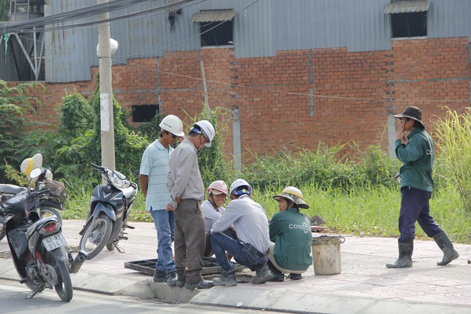 Người dân mong chờ tuyến còn lại của toàn dự án (từ đường Hiệp Bình về cầu vượt Linh Xuân, Thủ Đức) sớm thông xe để giải quyết thảm cảnh ùn tắc giao thông.