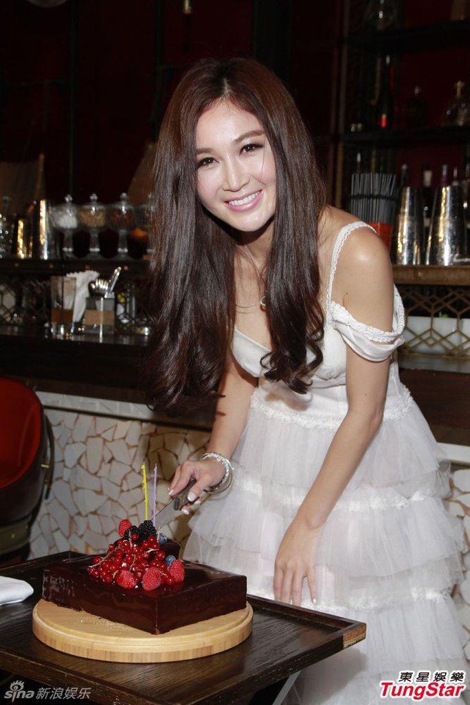 Bích Hà trẻ trung tuổi 48