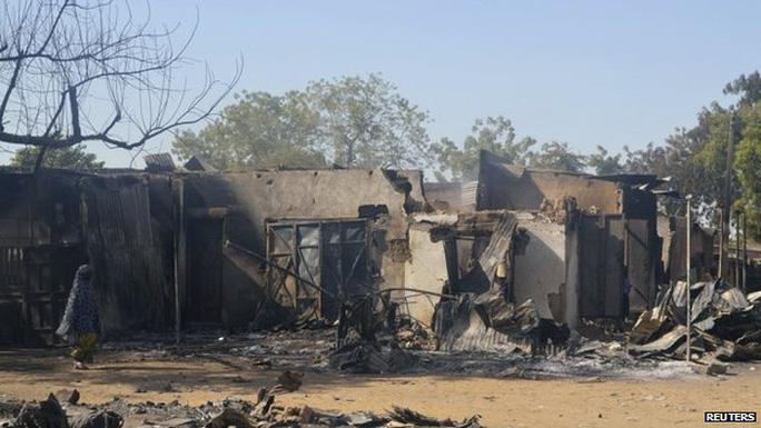 Trường học bị thiêu rụi hoàn toàn. Ảnh: Reuters