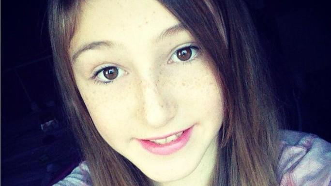 Bé gái Keane Wallis-Bennett - nạn nhân vụ sập tường.