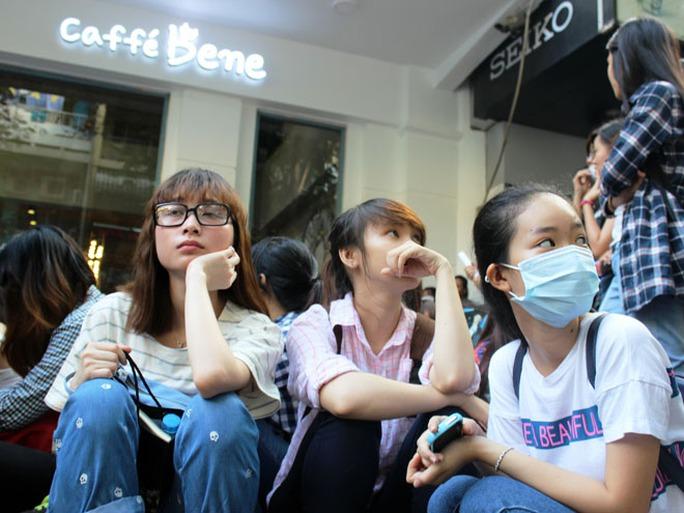 """""""Náo động"""" vì quán cà phê Hàn Quốc khai trương"""