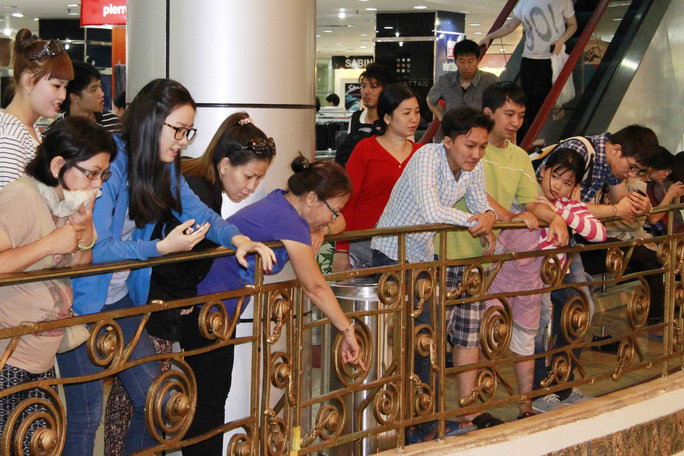 Nhiều người cho biết không phải đến để mua sắm mà đơn giàn chỉ để tận hưởng chút về ký ức trước khi thương xá Tax đóng cửa