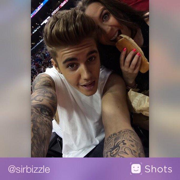 Justin Bieber bị tố trộm cắp điện thoại