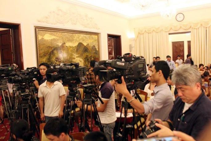 Cuộc họp báo thu hút đông đảo phóng viên trong nước và quốc tế