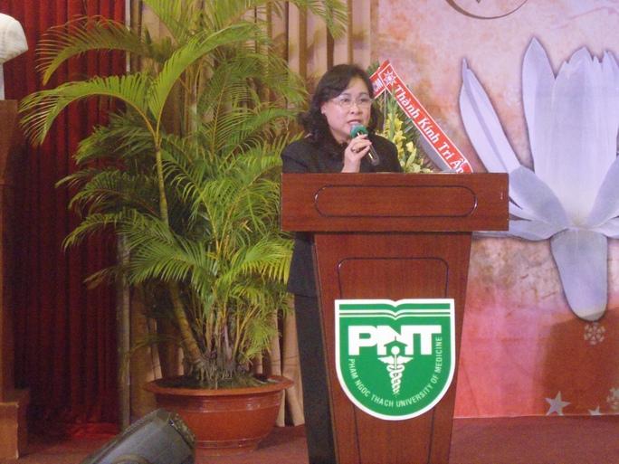 BS Nguyễn Thị Ngọc Dung, Hiệu trưởng Trường ĐH Y khoa Phạm Ngọc Thạch, phát biểu tại lễ tri ân