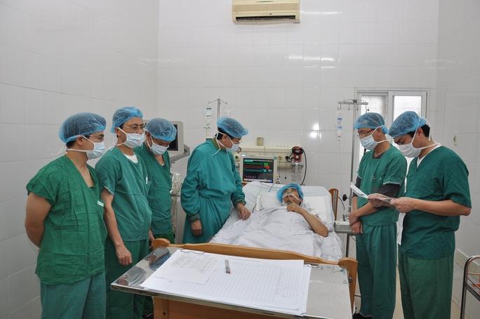Bệnh nhân H. vẫn được chăm sóc và theo dõi đặc biệt sau ghép đa tạng