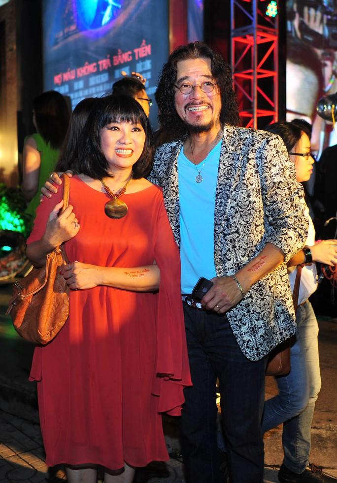Hai vợ chồng ca sĩ Cẩm Vân - Khắc Triệu