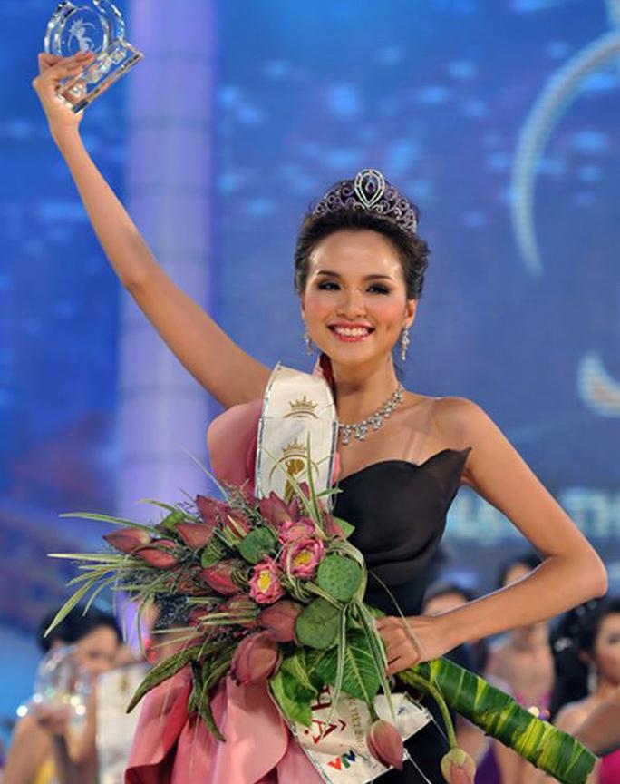 Diễm Hương đăng quang Hoa hậu Thế giới người Việt tháng 8-2010