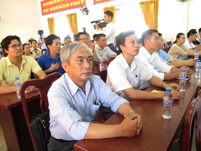 Cán bộ Công đoàn và công nhân các KCX-KCN TP HCM nghe tuyên truyền về tình hình biển đảo   ẢNH: HỒNG NHUNG