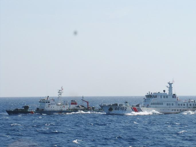 Tàu Việt Nam bị tàu Trung Quốc ngăn cản, đâm va khi đang làm nhiệm vụ bảo vệ chủ quyền trên biển - Ảnh: Hoàng Dũng