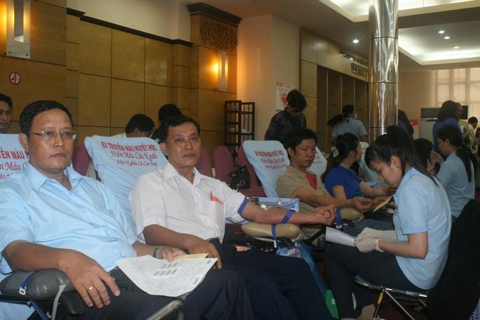 Tham gia hiến máu cứu người là nghĩa cử rất đáng trân trọng của CNVC-LĐ