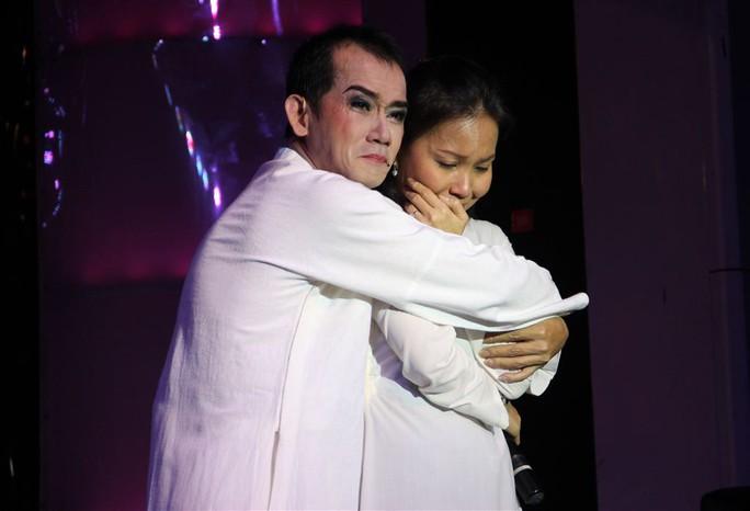 Cảm xúc trào dâng khiến 2 ca sĩ một lần nữa rơi lệ trong hình tượng Lan và Điệp. Với Minh Thuận, vở cải lương này là một kỷ niệm đẹp không thể nào quên.