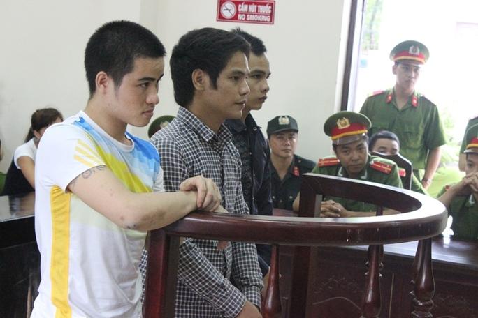 Các đối tượng Tiến, Hưng, Hạ (từ trái qua) trước vành móng ngựa