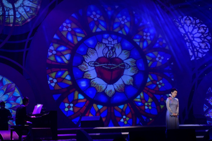 Khánh Ly kể về giáo đường tình yêu trong Tuổi đá buồn của nhạc sĩ Trịnh Công Sơn. Bà tâm sự ngày trước không hề biết đó là ca khúc viết cho mình
