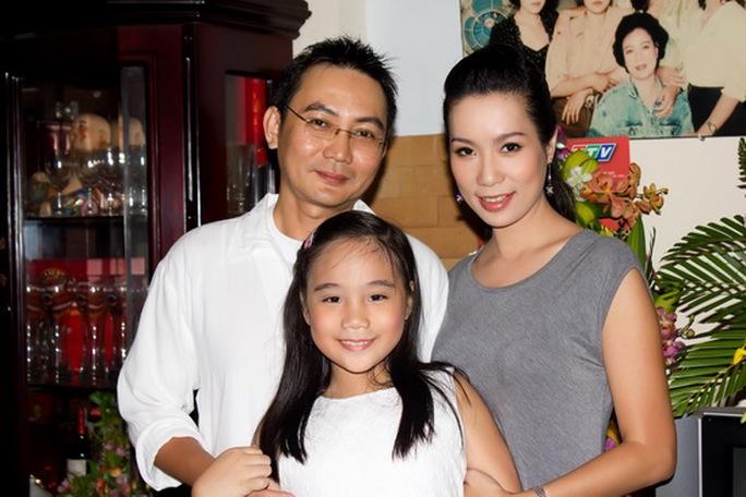 Hai vợ chồng và cô con gái