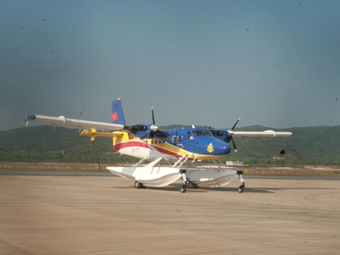 Thủy phi cơ DHC6 đã được điều đi xác minh đốm sáng mà máy bay tuần thám CASA-212 phát hiện - Ảnh: Quý Lâm