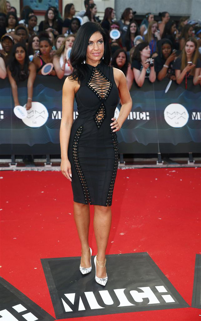 Kendall Jenner diện đầm xẻ táo bạo trên thảm đỏ