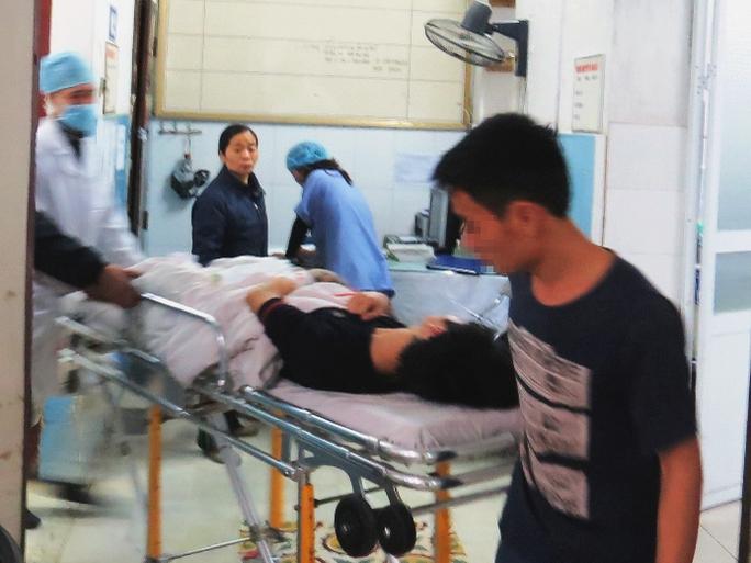 Nạn nhân V.Đ.B. được đưa vào Bệnh viện Việt Tiệp cấp cứu