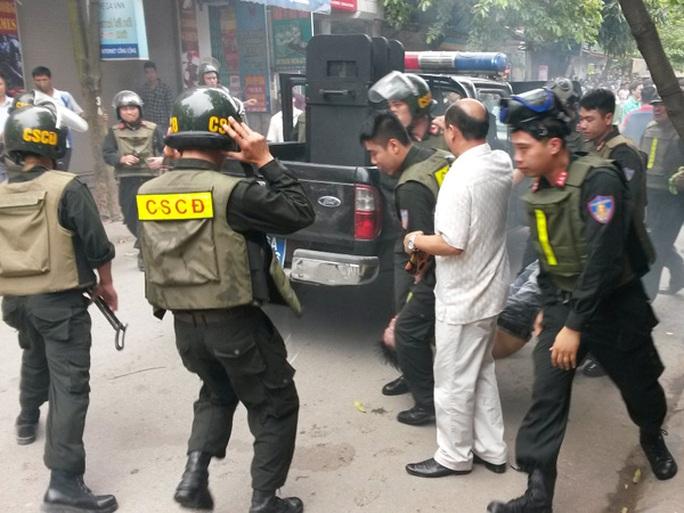 Lực lượng CSCĐ Hải Phòng khống chế, bắt giữ nghi phạm buôn bán ma túy Phạm Văn Tự ngày 22-4 - Ảnh: Trọng Đức