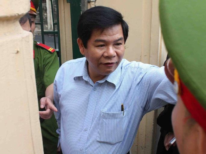Bị cáo Đặng Trung Cang vào tòa