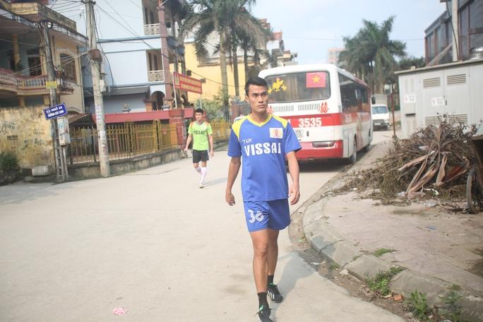 Phước Tứ, cầu thủ từng bị V. Ninh Bình cho nghỉ thi đấu một số trận ở V-League vì có những dấu hiệu bất thường