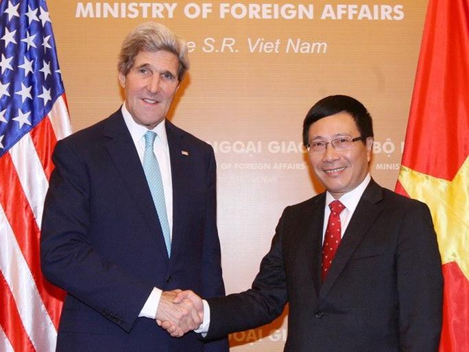 Phó Thủ tướng, Bộ trưởng Ngoại giao Phạm Bình Minh đón, hội đàm với Ngoại trưởng John Kerry trong chuyến thăm Việt Nam tháng 12-2013 - Ảnh: TTXVN