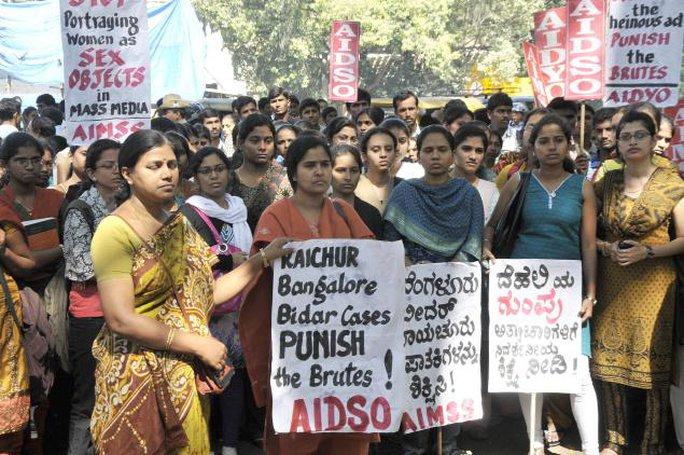 Các nạn nhân bị cưỡng hiếp thưởng phải mất nhiều năm mới đòi được công lý. Ảnh: The Hindu