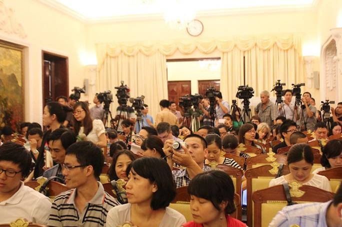 Cuộc họp báo thu hút sự quan tâm của nhiều phóng viên trong nước và quốc tế