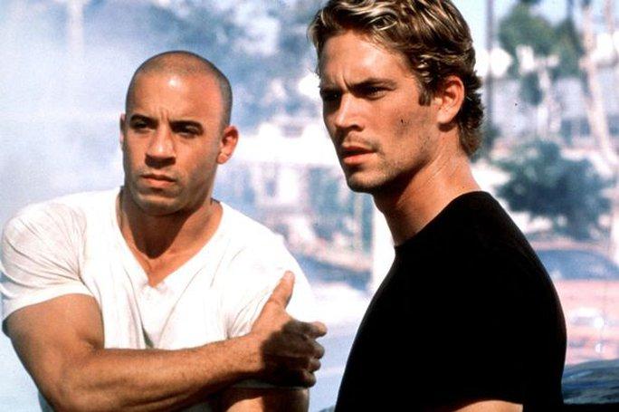 Brian O'Conner (phải) sẽ không chết trong phần 7 Fast and Furious mà chỉ