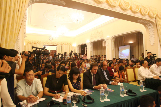 Đông đảo phóng viên trong nước và quốc tế tới thông tin về cuộc họp báo